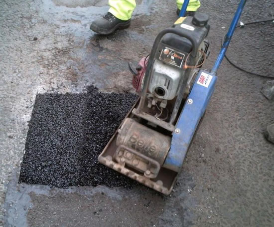 how to cut asphalt driveway by hand